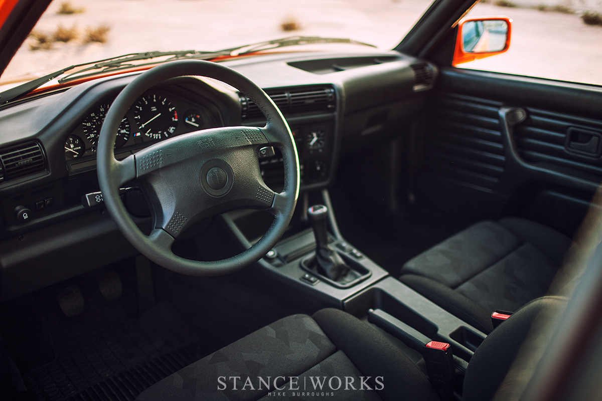 bmw-e30-interior-black-recaro